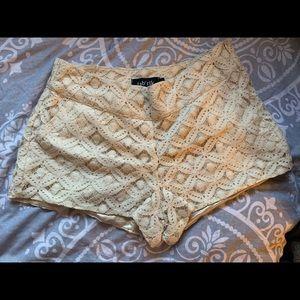 Lacy cream shorts by Fab'rik